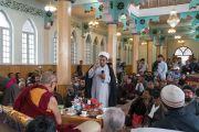 Участник встречи в мечети шиитов задает вопрос Его Святейшеству Далай-ламе. Ле, Ладак, штат Джамму и Кашмир, Индия. 27 июля 2016. Фото: Тензин Чойджор (офис ЕСДЛ)