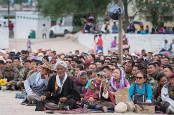 Далай-лама принял участие в празднике в честь основателя тибетской письменности Тхонми Самбхоты и встретился с тибетцами в Чогламсаре