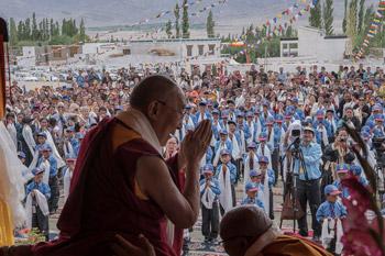 Далай-лама посетил женский монастырь и мечеть в Тикси и образцовую школу «Ламдон» в Ше