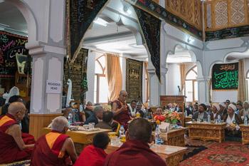 Далай-лама посетил мусульманскую старшую школу, Ладакскую ассоциацию монахинь и мечеть