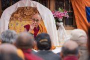 Его Святейшество Далай-лама выступает с речью в монастыре Зангдок Палри во время конференции в честь основателя тибетской письменности Тхонми Самбхоты. Ладак, штат Джамму и Кашмир, Индия. 7 августа 2016 г. Фото: Тензин Чойджор (офис ЕСДЛ)