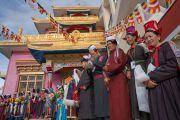 Местные жители ожидают прибытия Его Святейшества Далай-ламы в монастырь Зангдок Палри. Ладак, штат Джамму и Кашмир, Индия. 7 августа 2016 г. Фото: Тензин Чойджор (офис ЕСДЛ)