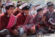 Ученики старшей школы имени Сиддхартхи слушают наставления Его Святейшества Далай-ламы. Сток, Ладак, штат Джамму и Кашмир, Индия. 8 августа 2016 г. Фото: Тензин Чойджор (офис ЕСДЛ)