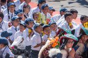 Учащиеся слушают наставления Его Святейшества Далай-ламы во время праздника в Институте буддийской диалектики в Нгари. Сабу, Ладак, штат Джамму и Кашмир, Индия. 8 августа 2016 г. Фото: Тензин Чойджор (офис ЕСДЛ)