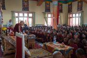 Его Святейшество Далай-лама проводит в монастыре Тикси интерактивную беседу с учащимися более 20 школ Ле, на которую собралось свыше 350 школьников. Ладак, штат Джамму и Кашмир, Индия. 9 августа 2016 г. Фото: Тензин Чойджор (офис ЕСДЛ)