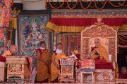 Его Святейшество Далай-лама проводит подготовительные ритуалы в начале второго дня учений в Тикси. Ладак, штат Джамму и Кашмир, Индия. 11 августа 2016 г. Фото: Тензин Чойджор (офис ЕСДЛ)
