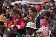 Верующие во время подготовительных ритуалов в начале второго дня учений Его Святейшества Далай-ламы в Тикси. Ладак, штат Джамму и Кашмир, Индия. 11 августа 2016 г. Фото: Тензин Чойджор (офис ЕСДЛ)