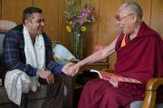 По завершении учений в Тикси Его Святейшество Далай-лама встречается с популярным индийским актером Салманом Кханом. Ладак, штат Джамму и Кашмир, Индия. 11 августа 2016 г. Фото: Тензин Чойджор (офис ЕСДЛ)
