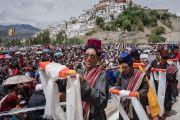 Местные жители готовятся совершить традиционные подношения в ходе молебна о долгой жизни Его Святейшества Далай-ламы в Тикси. Ладак, штат Джамму и Кашмир, Индия. 11 августа 2016 г. Фото: Тензин Чойджор (офис ЕСДЛ)