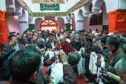 Его Святейшество Далай-лама прибывает в главный зал мечети шиитов в Тикси. Ладак, штат Джамму и Кашмир, Индия. 12 августа 2016 г. Фото: Тензин Чойджор (офис ЕСДЛ)