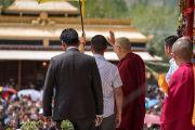 Его Святейшество Далай-лама прощается со слушателями по окончании учений в Шивацель, на которые собралось более 30 000 верующих. Ле, Ладак, штат Джамму и Кашмир, Индия. 21 августа 2016 г. Фото: Тензин Чойджор (офис ЕСДЛ)