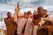 Монахи совершают ритуальные подношения во время молебна о долгой жизни Его Святейшества Далай-ламы. Ле, Ладак, штат Джамму и Кашмир, Индия. 20 августа 2016 г. Фото: Тензин Чойджор (офис ЕСДЛ)