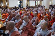 Аудитория в главном тибетском храме во время второго дня четырехдневных учений Его Святейшества Далай-ламы по «Драгоценной гирлянде» Нагарджуны, организованных в главном тибетском храме по просьбе группы буддистов из Юго-Восточной Азии. Дхарамсала, штат Химачал-Прадеш, Индия. 30 августа 2016 г. Фото: Тензин Пунцок (офис ЕСДЛ)