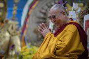 Его Святейшество Далай-лама во время второго дня четырехдневных учений по «Драгоценной гирлянде» Нагарджуны в главном тибетском храме. Дхарамсала, штат Химачал-Прадеш, Индия. 30 августа 2016 г. Фото: Тензин Чойджор (офис ЕСДЛ)