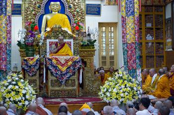 В Дхарамсале Далай-лама начал четырехдневные учения по сочинению Нагарджуны «Драгоценная гирлянда»