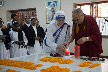 Далай-лама выразил радость в связи с канонизацией матери Терезы