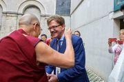 Его Святейшество Далай-лама приветствует депутата Европейского парламента от Германии, президента группы поддержки Тибета при Европарламенте Томаса Манна по прибытии в университет Сент-Луиса на открытие 7-й Международной конференции групп поддержки Тибета. Брюссель, Бельгия. 8 сентября 2016 г. Фото: Оливье Адам