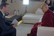 Главный редактор бельгийского телеканала RTBF Франсуа Мазур берет интервью у Его Святейшества Далай-ламы. Брюссель, Бельгия. 8 сентября 2016 г. Фото: Джереми Рассел (офис ЕСДЛ)