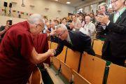 Его Святейшество Далай-лама приветствует участников 7-й Международной конференции групп поддержки Тибета. Брюссель, Бельгия. 8 сентября 2016 г. Фото: Оливье Адам