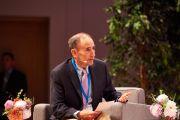 Ведущий Уве Хоузер открывает дневную сессию второго дня конференции «Власть и забота», организованной под эгидой института «Ум и жизнь». Брюссель, Бельгия. 10 сентября 2016 г. Фото: Оливье Адам