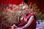 Его Святейшество Далай-лама дарует наставления более чем трем с половиной тысячам тибетцев, проживающих в Брюсселе и его окрестностях, во время встречи, прошедшей в Брюссельском выставочном центре «Palais 12 Expo». Брюссель, Бельгия. 11 сентября 2016 г. Фото: Оливье Адам