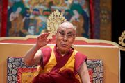 Его Святейшество Далай-лама дарует наставления членам местного тибетского сообщества во время встречи во Дворце конгресса. Париж, Франция. 13 сентября 2016 г. Фото: Оливье Адам