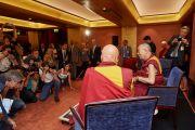 Его Святейшество Далай-лама во время встречи с корреспондентами французских новостных агентств. Париж, Франция. 13 сентября 2016 г. Фото: Оливье Адам