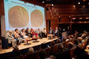 Вид на сцену конференц-зала Дома адвокатов во время встречи Его Святейшества Далай-ламы с членами Парижского совета адвокатов. Париж, Франция. 13 сентября 2016 г. Фото: Оливье Адам