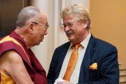 Его Святейшество Далай-лама общается с Элмаром Броком, председателем комитета по международным делам Европейского парламента. Страсбург, Франция. 15 сентября 2016 г. Фото: Оливье Адам