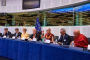 Его Святейшество Далай-лама выступает с обращением к членам комитета по международным делам Европейского парламента. Страсбург, Франция. 15 сентября 2016 г. Фото: Оливье Адам