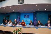 Его Святейшество Далай-лама выступает с обращением к членам комиссии по правам человека в Совете Европы. Страсбург, Франция. 15 сентября 2016 г. Фото: Оливье Адам