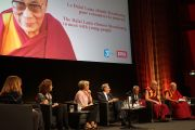 Его Святейшество Далай-лама отвечает на вопросы студентов во время публичной лекции в страсбургском конференц-центре. Страсбург, Франция. 15 сентября 2016 г. Фото: Джереми Рассел (офис ЕСДЛ)