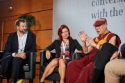 Его Святейшество Далай-лама, Антуан Луц и Гейл Шетела во время конференции «Тело, ум, наука» в Страсбургском университете. Страсбург, Франция. 16 сентября 2016 г. Фото: Оливье Адам