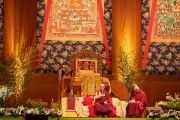 Его Святейшество Далай-лама выступает с публичной лекцией «Больше, чем религиозная этика» в спортивно-концертном комплексе «Зенит». Страсбург, Франция. 18 сентября 2016 г. Фото: Оливье Адам