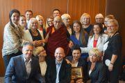 Его Святейшество Далай-лама во время встречи с польскими парламентариями из группы поддержки Тибета. Вроцлав, Польша. 19 сентября 2016 г. Фото: Джереми Рассел (офис ЕСДЛ)