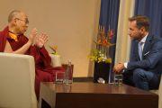 Его Святейшество Далай-лама дает интервью журналисту TVN Петру Краско. Вроцлав, Польша. 20 сентября 2016 г. Фото: Джереми Рассел (офис ЕСДЛ)