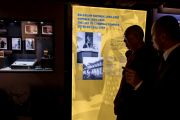 Его Святейшество Далай-лама посещает выставку «Прощение и примирение», посвященную кардиналу Болеславу Коминеку, в городском музее Вроцлава. Вроцлав, Польша. 20 сентября 2016 г. Фото: Мачей Кульчиньский