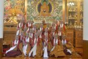Его Святейшество Далай-лама фотографируется с монахинями, принявшими монашеские обеты. Дхарамсала, Индия. 29 сентября 2016 г. Фото: Тензин Чойджор (офис ЕСДЛ)