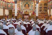 Его Святейшество Далай-лама во время церемонии дарования монашеских обетов в своей резиденции в Дхарамсале. Дхарамсала, Индия. 29 сентября 2016 г. Фото: Тензин Чойджор (офис ЕСДЛ)