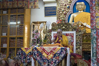 Далай-лама продолжил даровать учения по сочинению Арьядевы «400 строф о срединности»