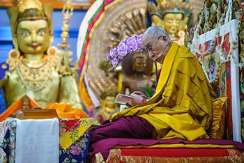 Далай-лама завершил учения по произведению Арьядевы «400 строф о срединности»