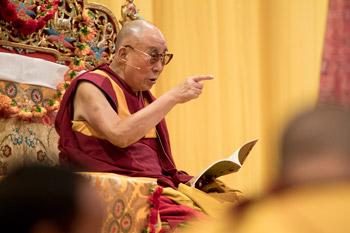 В Цюрихе Далай-лама даровал однодневные учения по произведениям «Драгоценная гирлянда», «Срединные ступени созерцания» и «37 практик бодхисаттвы»