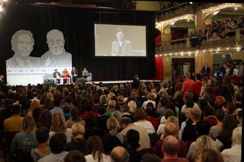 В Праге Далай-лама посетил сенат и прочел публичную лекцию