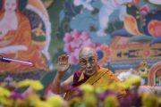 Его Святейшество Далай-лама в первый день учений для стран Балтии и России. Рига, Латвия. 10 октября 2016 г. Фото: Тензин Чойджор (офис ЕСДЛ)
