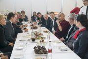 Его Святейшество Далай-лама встречается с членами парламентов Латвии, Литвы и Эстонии в перерыве между сессиями в первый день учений для стран Балтии и России. Рига, Латвия. 10 октября 2016 г. Фото: Тензин Чойджор (офис ЕСДЛ)