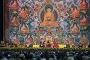 Вид на сцену в первый день учений Его Святейшества Далай-ламы для стран Балтии и России. Рига, Латвия. 10 октября 2016 г. Фото: Тензин Чойджор (офис ЕСДЛ)