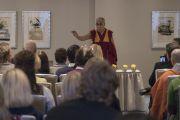 Его Святейшество Далай-лама встречается со сторонниками Тибета из прибалтийских стран в гостинице утром второго дня визита в Ригу. Рига, Латвия. 11 октября 2016 г. Фото: Тензин Чойджор (офис ЕСДЛ)