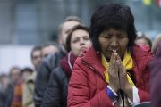 """Некоторые из более 4,5 тысяч человек, собравшихся в зале """"Сконто"""" на учения Его Святейшества Далай-ламы для стран Балтии и России. Рига, Латвия. 11 октября 2016 г. Фото: Тензин Чойджор (офис ЕСДЛ)"""