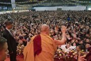 Его Святейшество Далай-лама прощается с участниками учений для стран Балтии и России. Рига, Латвия. 11 октября 2016 г. Фото: Тензин Чойджор (офис ЕСДЛ)