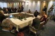 Его Святейшество Далай-лама на встрече с представителями российской интеллигенции в Риге. Рига, Латвия. 12 октября 2016 г. Фото: Тензин Чойджор (офис ЕСДЛ)